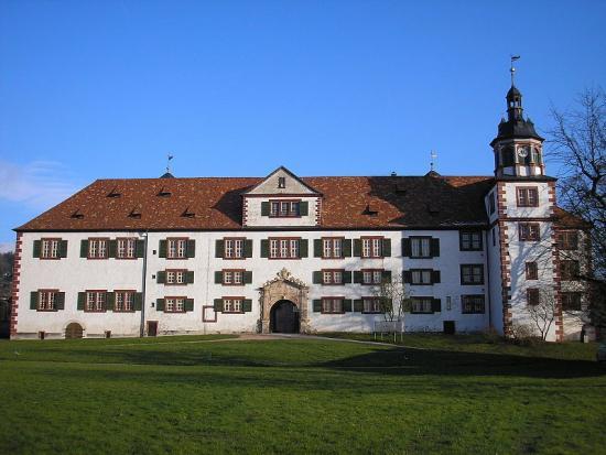 Schloss Wilhelmsburg, Außenfassade © Michael Sander [CC BY-SA 3.0 (https://creativecommons.org/licenses/by-sa/3.0)]